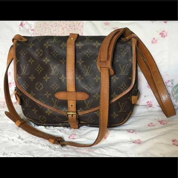 Louis Vuitton Handbags - Vintage LV Saumur 30 Crossbody Messenger Bag e88c4df4e5fc4